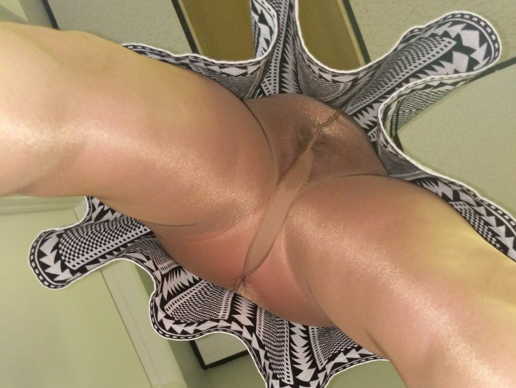 Pantyhose Upskirt on www.PantyhoseCam.net