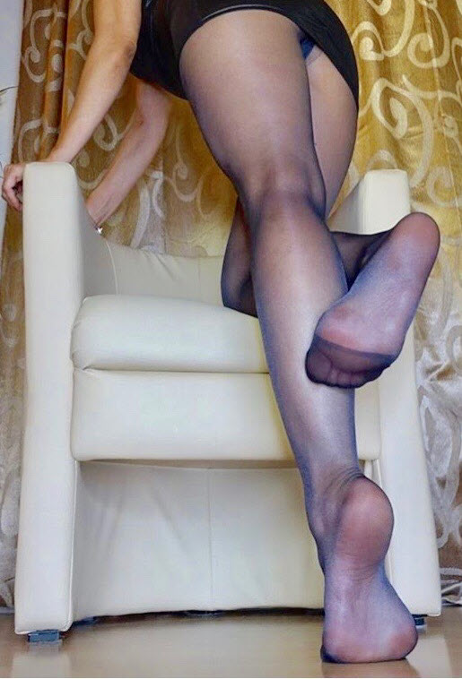 pantyhose legs and feet upskirt