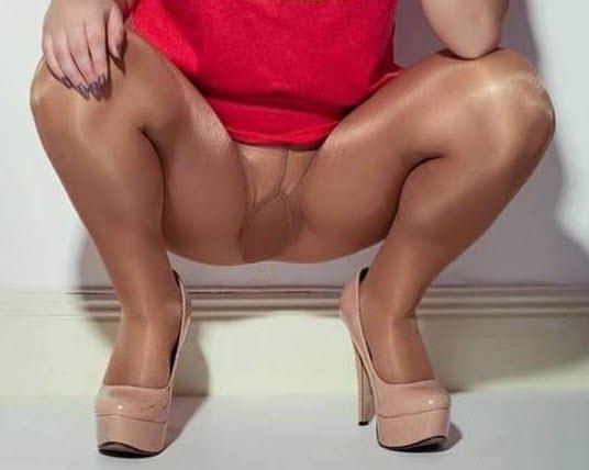 shiny pantyhose upskirt